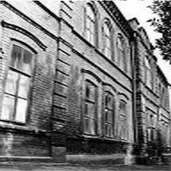 Здание башкирской школы №9 на ул. Зенцова до сих пор стоит