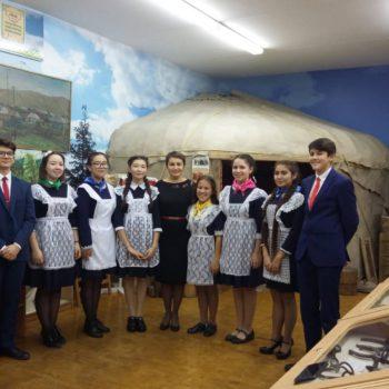 Экскурсионная группа сопровождавшая делегации участников РАПРЯЛ