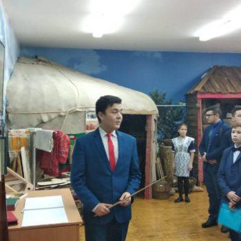 Экскурсия для участников республиканского этапа дебатов на башкирском языке. Экскурсовод Габитов Рушан